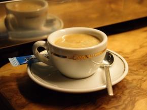 Espresso mit Crema (mit der unten beschriebenen Bialetti übrigens nicht herzustellen)