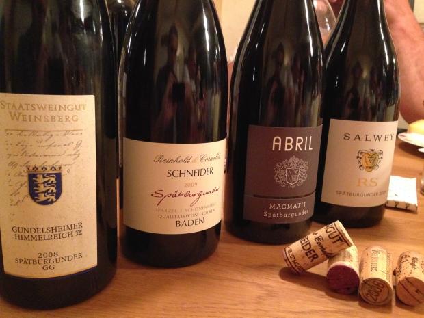 DIe verkostete Spätburgunder mit dem favoriten von Schneider (Zweiter von links). Die Flasche zur Linken wird hier nicht erwähnt.