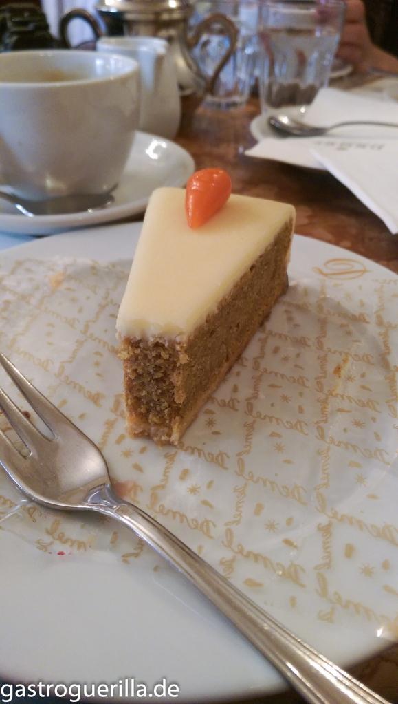 Karottenkuchen im Café Demel.