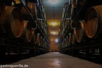 Im Fasskeller von Berthet-Bondet lagern die Vin Jaunes sechs Jahre und 3 Monate. Auch ältere Raritäten verstecken sich hier.