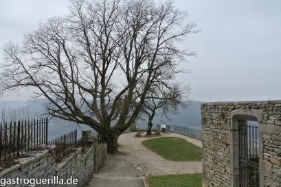 Aussichtsplattform im beschaulichen, mittelalterlichen Örtchen Châton-Chalon.